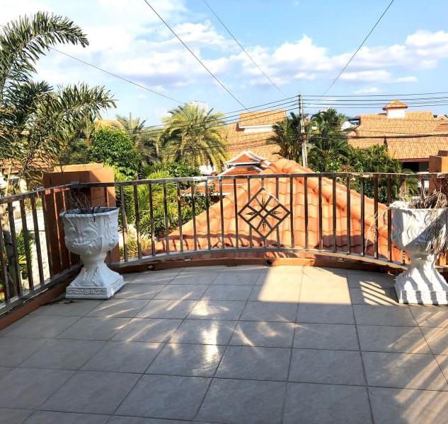 Center Pattaya 5 Bedroom Pool Villa (8).