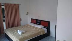 13 Rooms plus 3 businesses (6).jpg