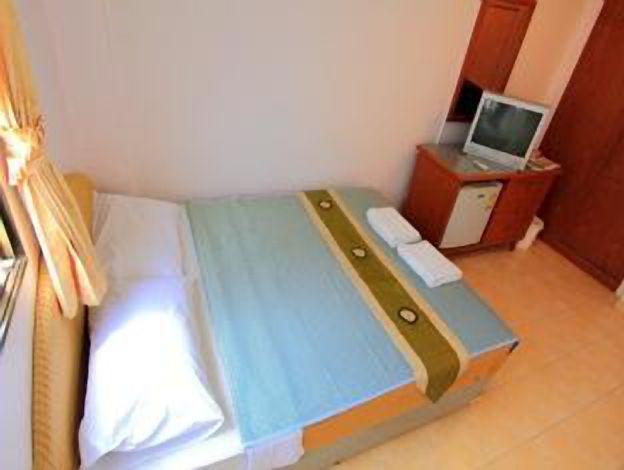 23 Rooms 2 shops rental (17).jpg