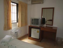 23 Rooms 2 shops rental (31).JPG