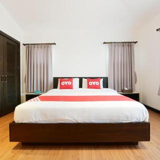 22 Room Hotels + Restaurant Take Over (8