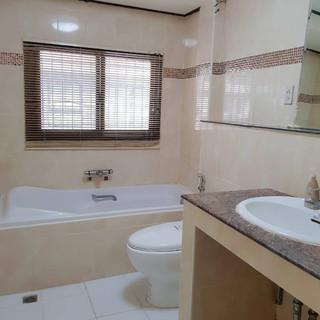 4 Bedroom House Center Pattaya (10).jpg