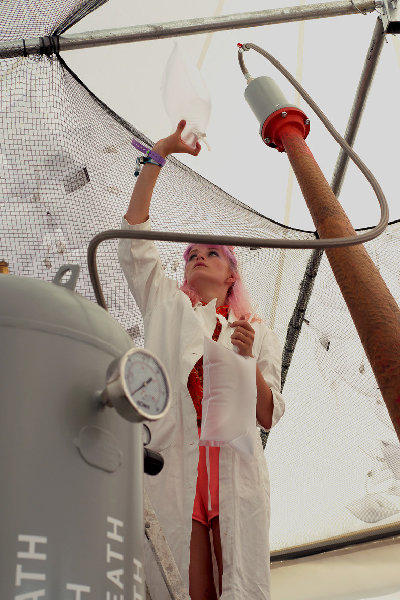 05 - collecting breath WOMAD.jpg
