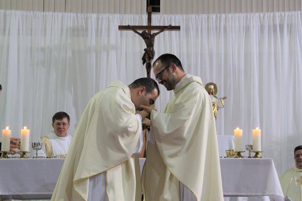 Padres Edivelton e Tiago são da paróquia Nossa Senhora Medianeira. Foto: Amanda Fetzner Efrom