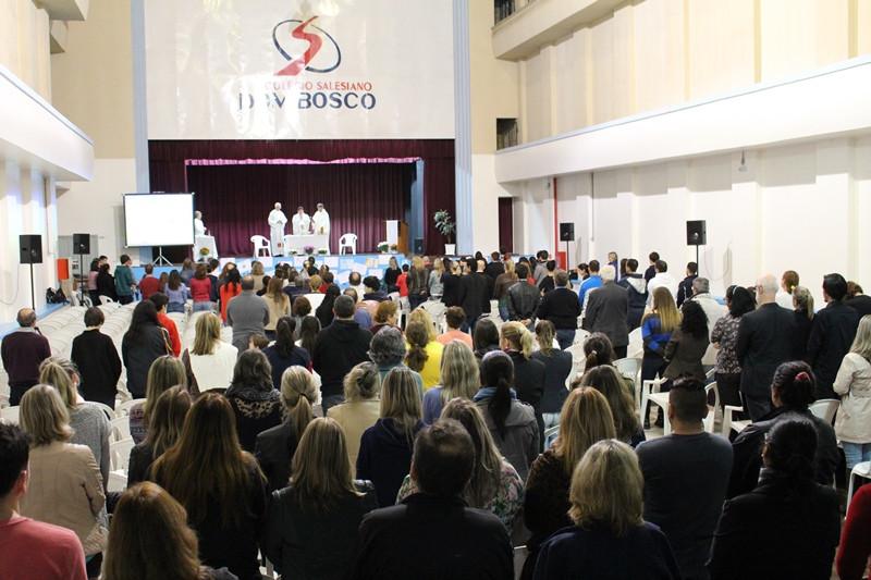 Missa de sétimo dia foi celebrada no auditório do Colégio Dom Bosco. Foto: Nelson S. Pereira