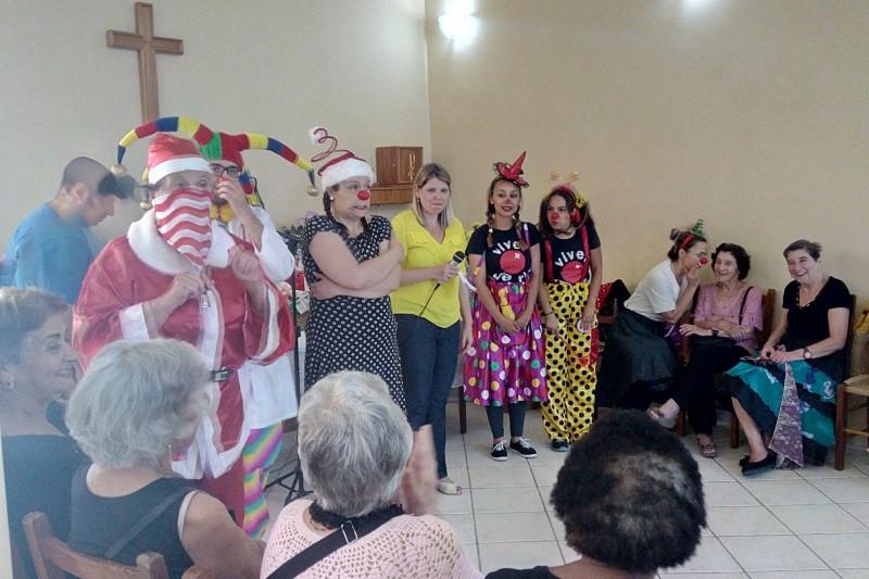 Atividade contou com participação de palhaços. Foto: Divulgação Serviço Social
