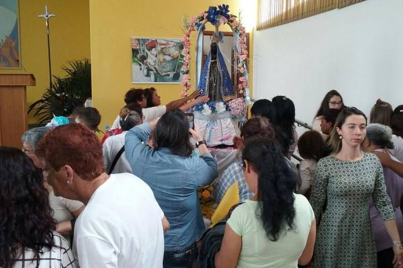 Momentos de devoção ocorreram em diversos lugares, como na comunidade Restinga, em Porto Alegre. Foto: Ademir Wiederkehr