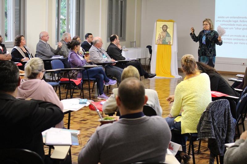 Marília Costa Morosini, da PUCRS, abriu as conferências do encontro. Foto: Amanda Fetzner Efrom