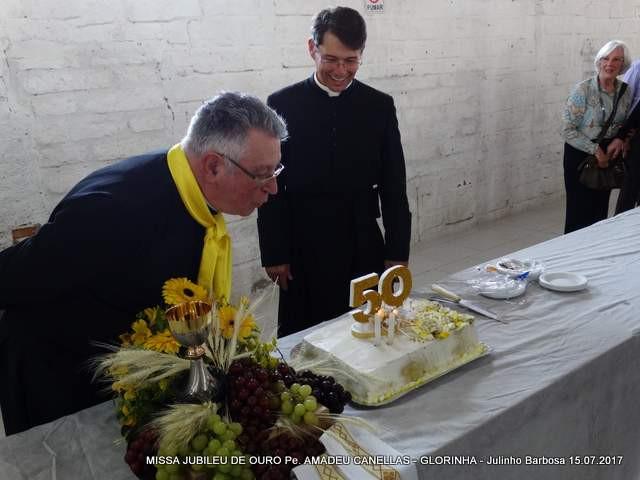 Padre Amadeu ao lado do pároco de Glorinha, padre Manoel. Foto: Julinho Soares