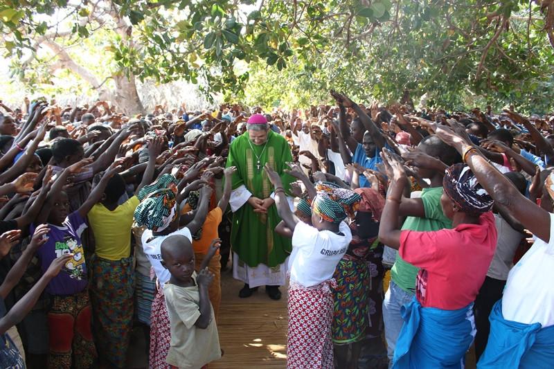 Dom Adilson Busin é acolhido em Moçambique. Foto: Victória Holzbach
