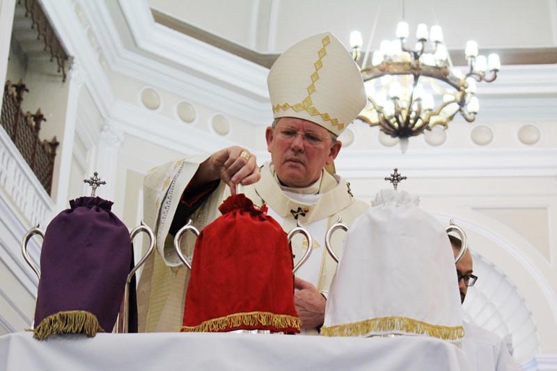 Dom Jaime Spengler conduziu a bênção e consagração dos santos óleos. Foto: Amanda Fetzner Efrom