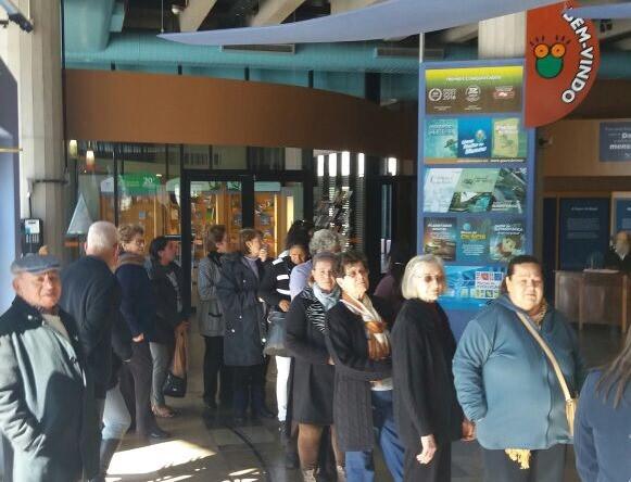 Visita ao Museu da PUCRS reuniu cerca de 100 idosos. Foto: divulgação