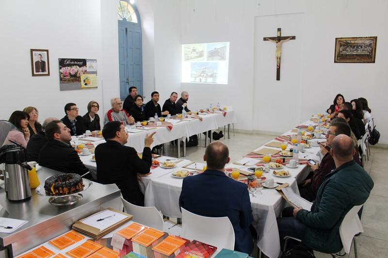 Dom Leomar Brustolin recebeu grupo de comunicadores na Cúria Metropolitana. Foto: Amanda Fetzner Efrom