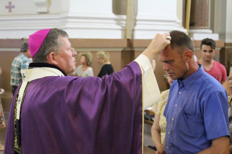 Missa foi marcada pela imposição das cinzas. Foto: Nelson S. Pereira