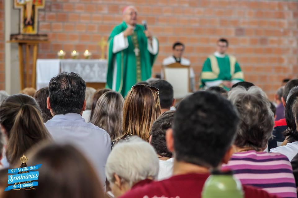 Evento teve início com celebração eucarística presidida por Dom Zeno Hastenteufel. Foto: Pedro Kaufmann