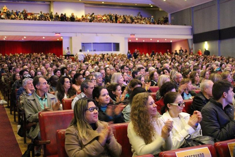 Público lotou Salão de Atos
