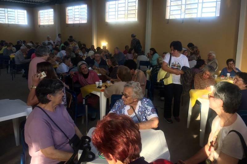 Após a missa dos enfermos foi servido chá aos participantes. Foto: divulgação paróquia Santa Bárbara