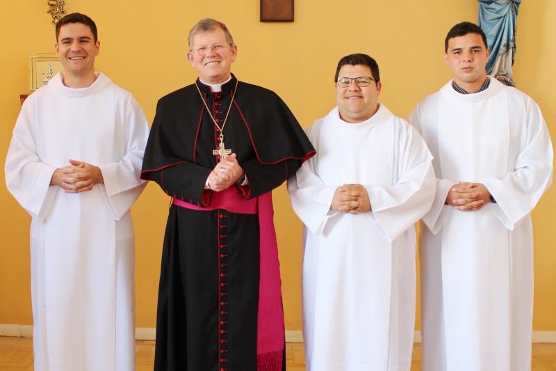 Eduardo (E), Luis Carlos e Jeferson serão ordenados por Dom Jaime Spengler. Foto: Amanda Fetzner Efrom