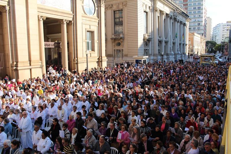 Missa em frente à Catedral