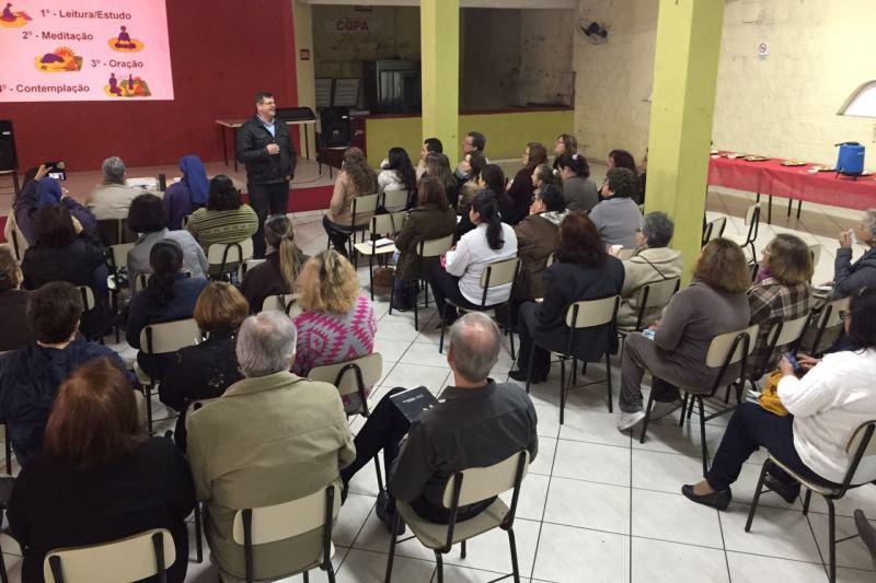 Formação na área Leste teve a assessoria do Pe. Chico Ledur. Foto: divulgação