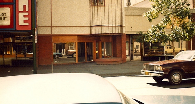 The storefront before Rileys