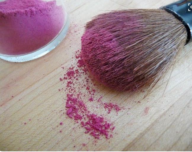 Blush stories: Όσα πρέπει να ξέρεις για τη σωστή επιλογή του ρουζ