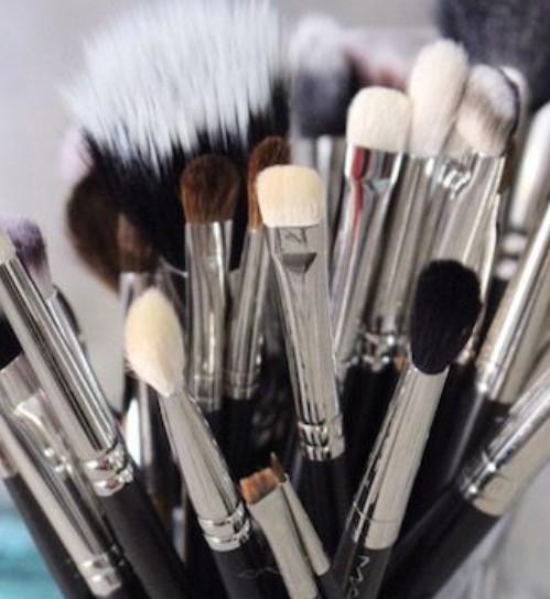Εσείς καθαρίζετε σωστά τα πινέλα του μακιγιάζ σας;