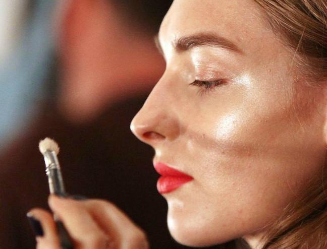 Shine bright: Πώς θα υιοθετήσετε την τεχνική του strobing