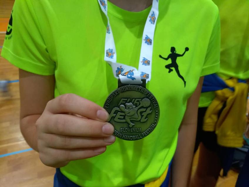 Medaile II