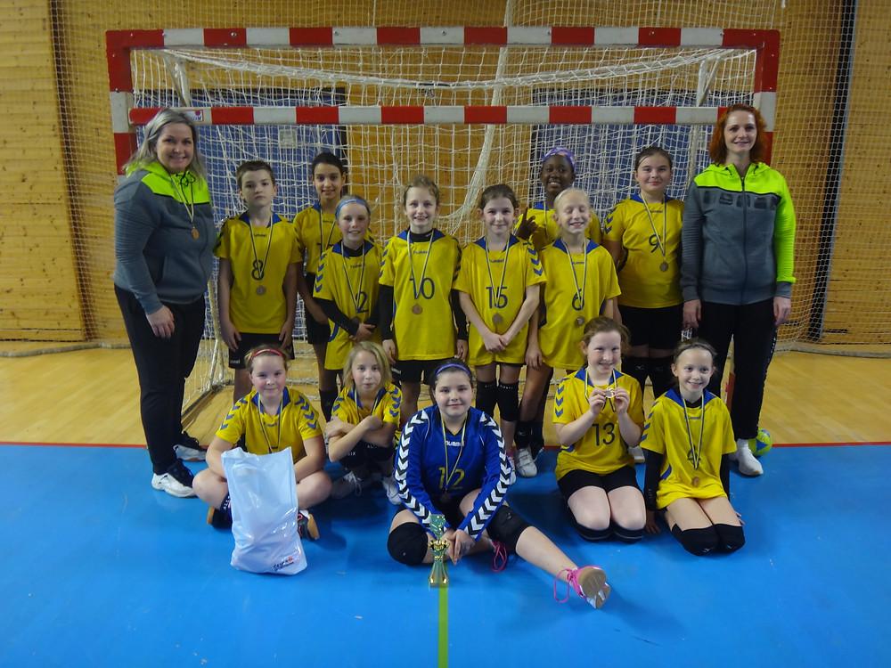 družstvo a spokojené trenérky Lada Špačková a Romče Marsová