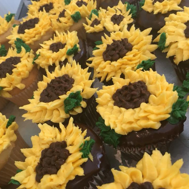 Field of Sunflower cupcakes.jpg