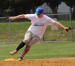 Mike Ward rounding second