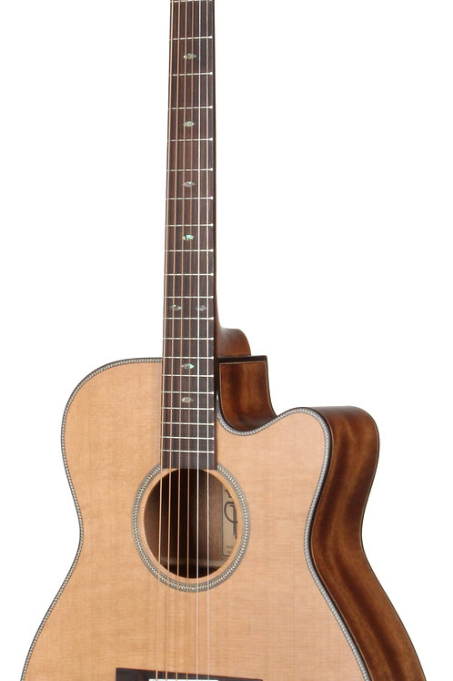 Teton STG205CENT Acoustic Grand Concert Guitar. Solid Cedar Top, Solid