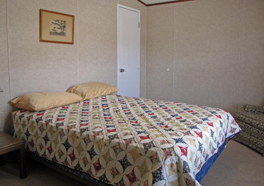LHR-Room-3-Queen.jpg