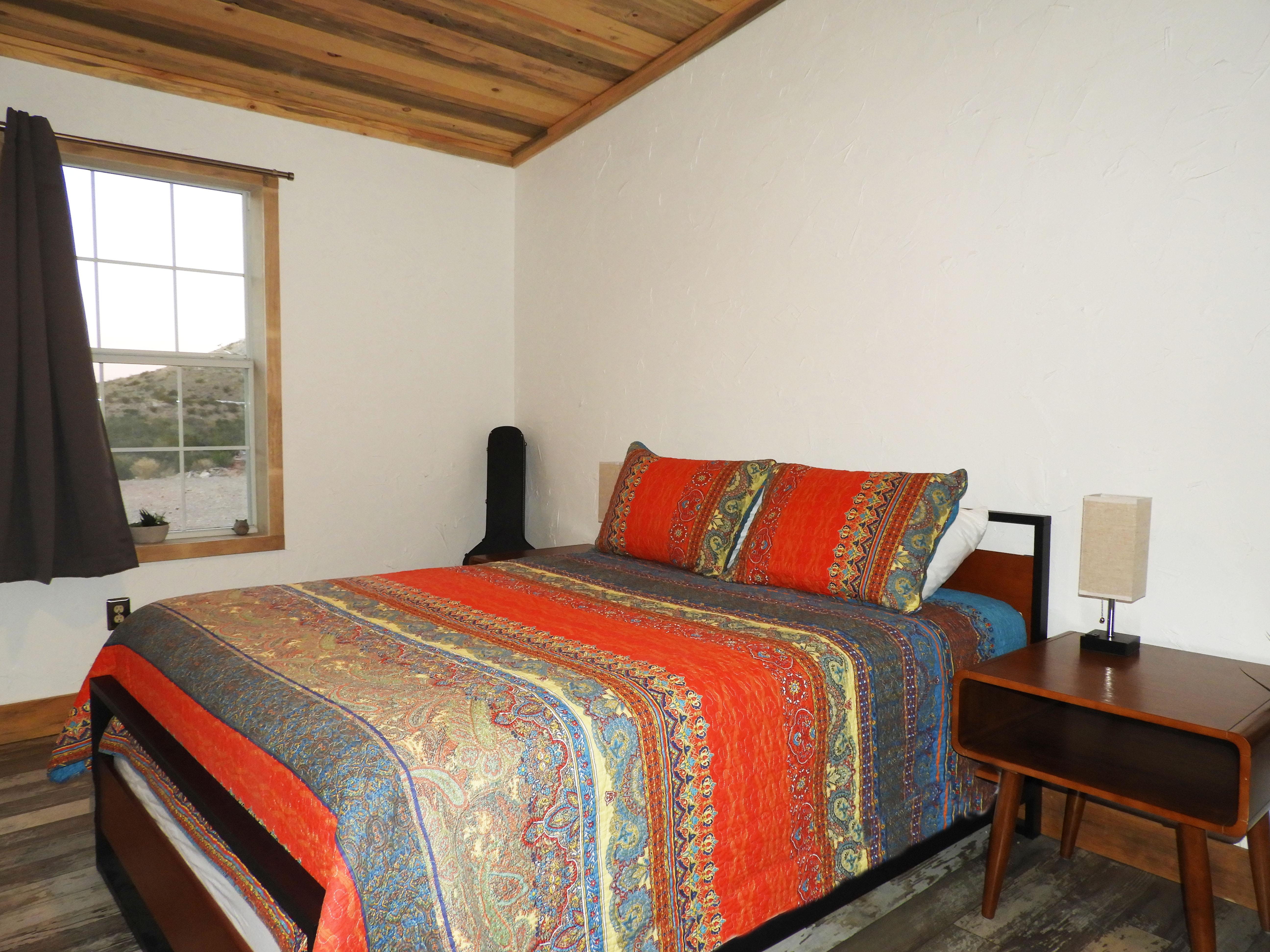 Quee Bedroom