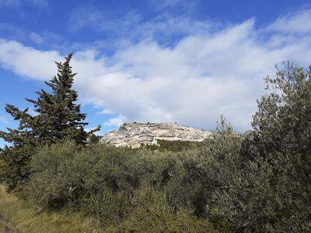 Au pied du rocher des Baux-de-Provence