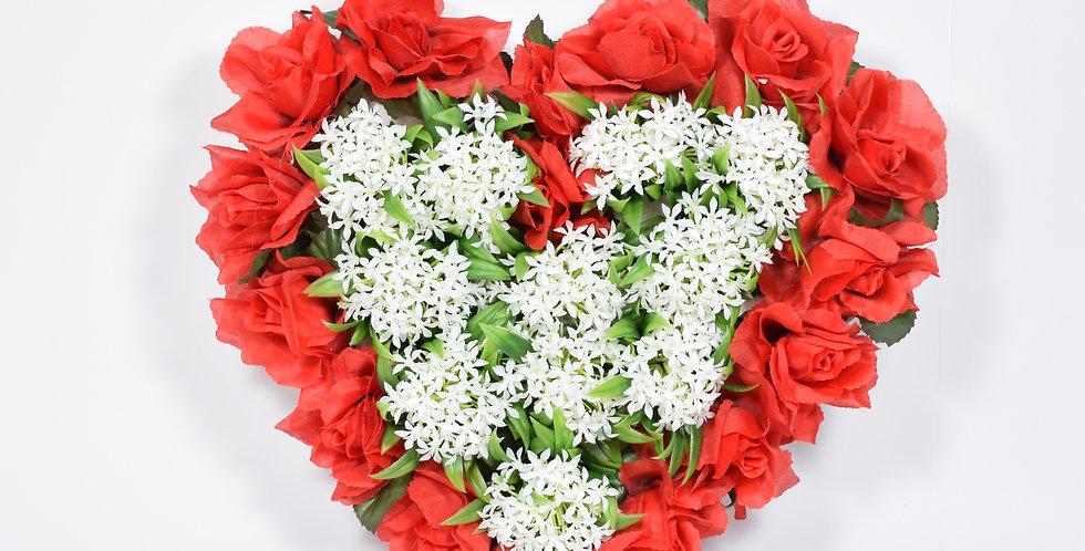 Χειροποίητο στεφάνι σε σχήμα καρδιάς με τεχνητά άνθη τριαντάφυλλα και ανθάκι. Βάση από φελιζόλ.