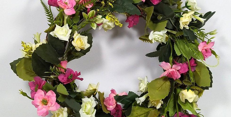Τριαντάφυλλα άσπρα με ροζ αγριολούλουδα - Στεφάνι