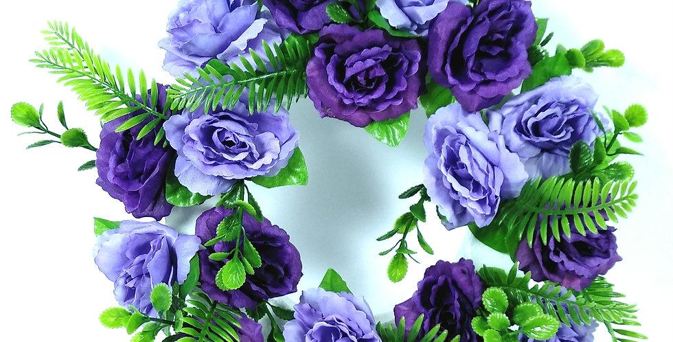 Στεφάνι με μωβ τριαντάφυλλα