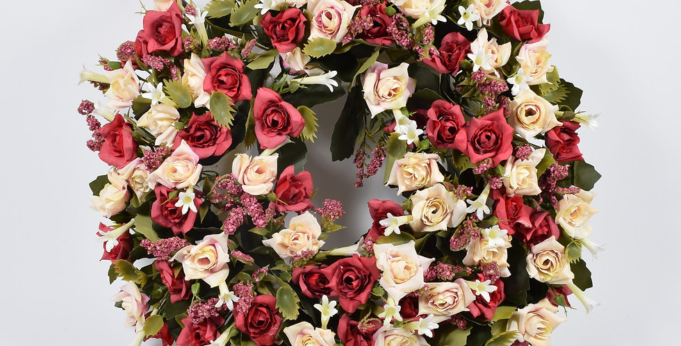 Χειροποίητο στεφάνι με τεχνητά τριαντάφυλλα σε κόκκινο και εκρού χρώμα, σε βάση από φελιζόλ.