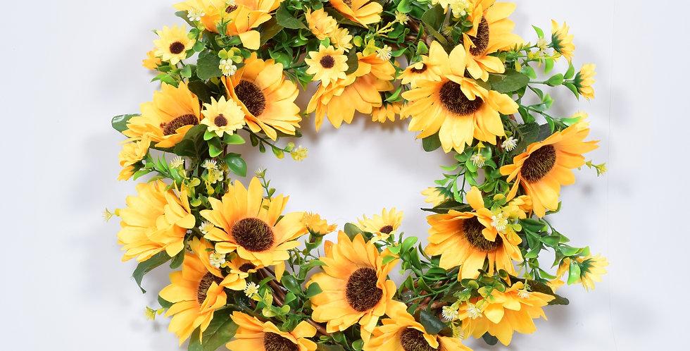 Χειροποίητο στεφάνι με τεχνητά λουλούδια, ηλίανθους μεγάλους, σε ξύλινη, πλεκτή βάση.