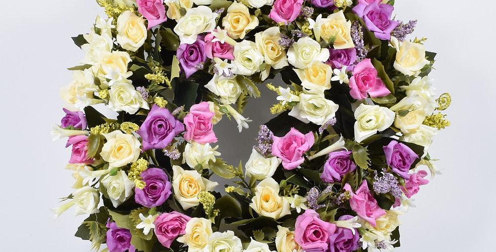 Χειροποίητο στεφάνι με τριανταφυλλάκια σε ροζ λιλά και μωβ χρώμα, σε βάση από φελιζόλ.