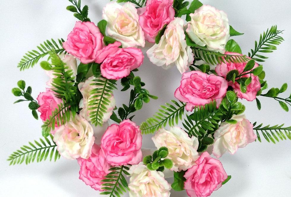 Στεφάνι με ροζ τριαντάφυλλα