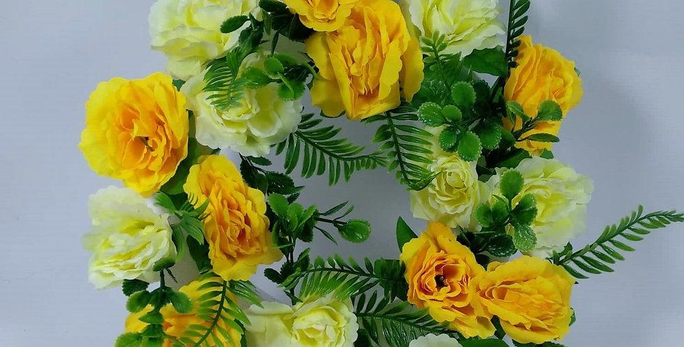 Στεφάνι με κίτρινα τριαντάφυλλα