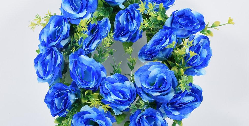 Στεφάνι με τεχνητά τριαντάφυλλα μπλε, σε βάση από φελιζόλ.