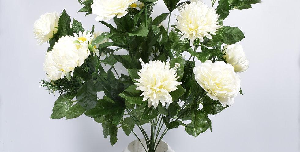 Μπουκέτο με τεχνητά λουλούδια χρυσάνθεμα και ζήνιες λευκές σε πλαστικό βάζο. Το μπουκέτο είναι στερεωμένο με τσιμέντο στο βάζ