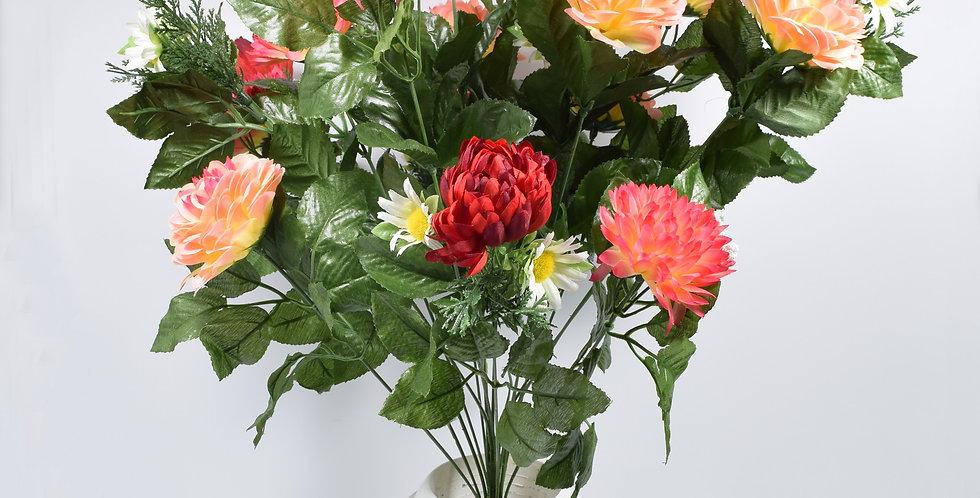 Μπουκέτο με τεχνητά λουλούδια χρυσάνθεμα σομόν σε πλαστικό βάζο. Το μπουκέτο είναι στερεωμένο με τσιμέντο στο βάζο.