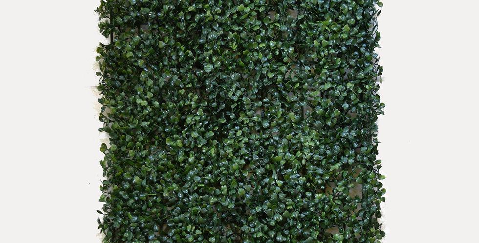 Τεχνητό γκαζόν γρασίδι σε πλακάκι σε σκούρα πράσινη απόχρωση. Ιδανικό για τοποθέτηση σε δάπεδο, παρτέρι, τοίχο, φράχτη.