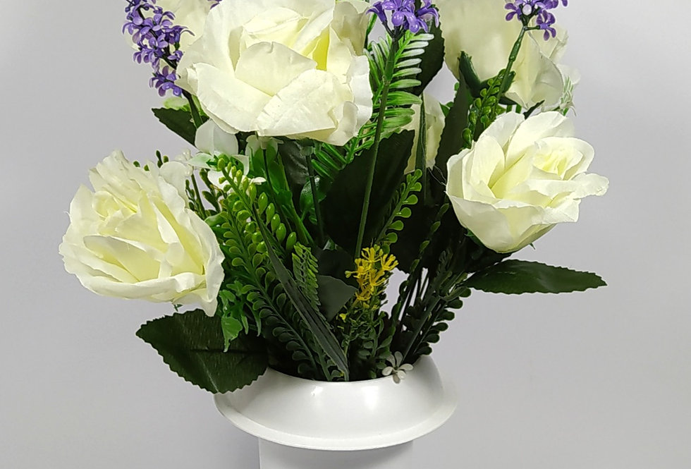 Τριαντάφυλλα άσπρα με λεβάντες - Μπουκέτο σε βάζο