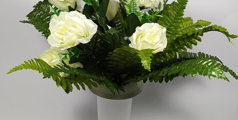 Τριαντάφυλλα άσπρα με φτέρη - Μπουκέτο σε βάζο